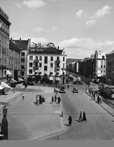 Majorstuhuset ca 1940, fotograf ukjent, forl. Normanns Kunstforlag AS (Oslo Museum, oslobilder.no)